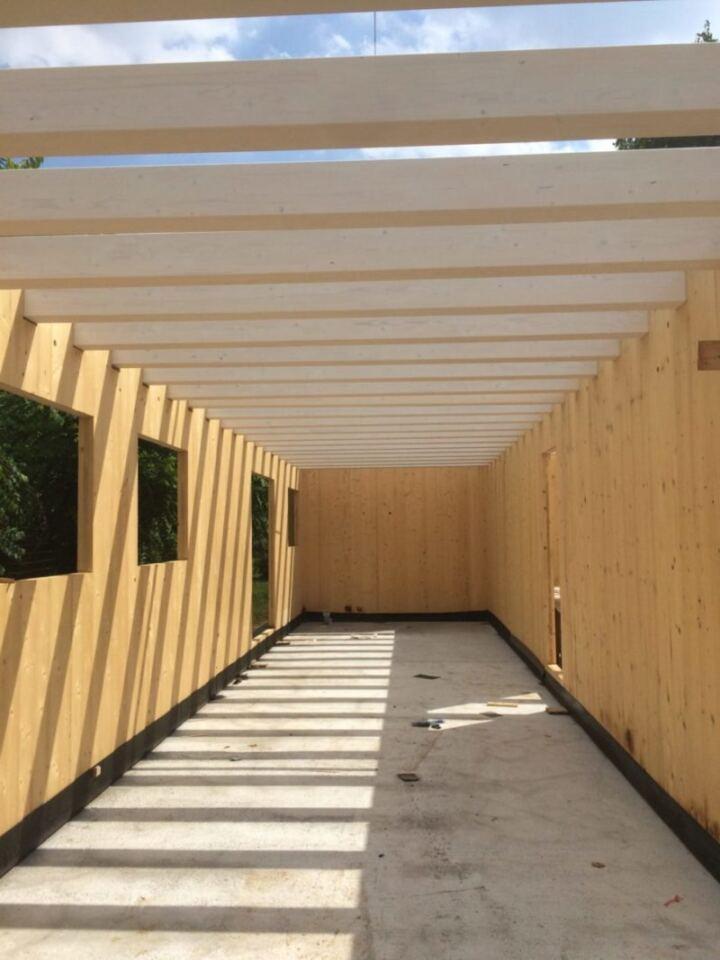 Montaggio struttura X Lam e tetto in lamellare