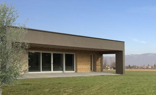 Casa in legno con tetto piano